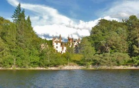 Aldourie Castle Loch End